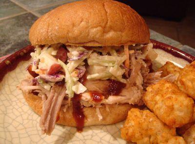 Pulled_pork_sandwich_2